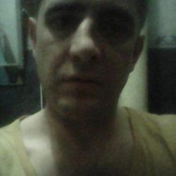 Парень из Тюмени. Ищу взрослую женщину, которую я буду любить и ласкать